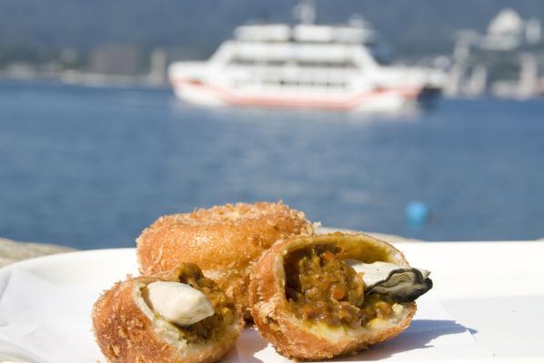 ~宮島で人気の牡蠣カレーパンがTAUに期間限定で初登場!~牡蠣カレーパン試食販売会を開催します!